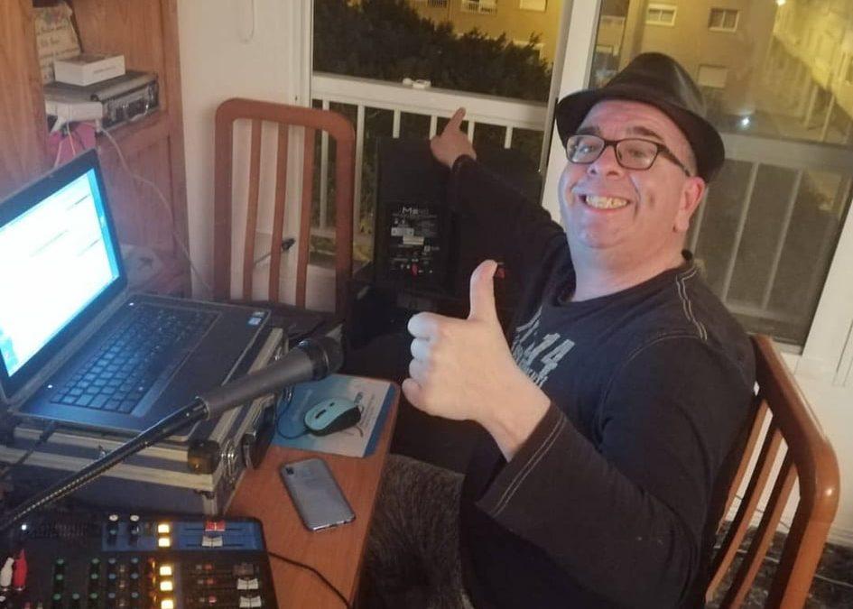 César Show pone color con su música a las noches del coronavirus