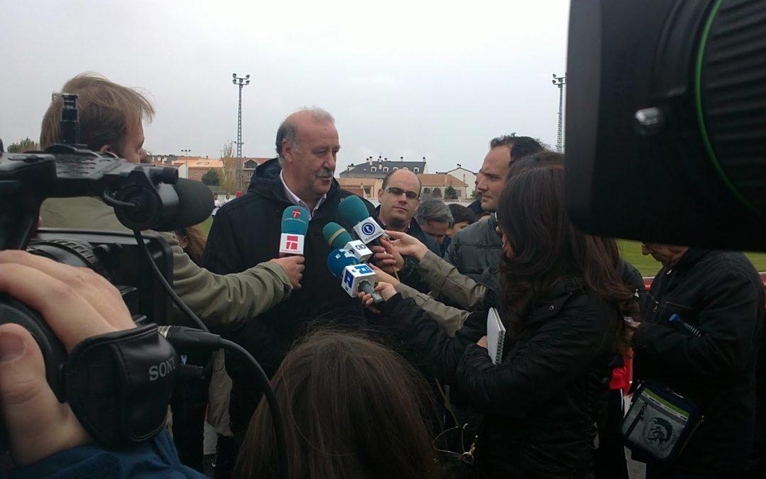 El seleccionador Vicente del Bosque acude a un acto solidario en Tarancón