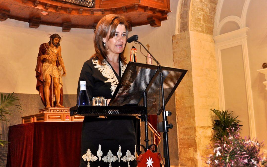 Esther Palenciano presenta al pregonero de la Semana Santa de Cuenca 2012