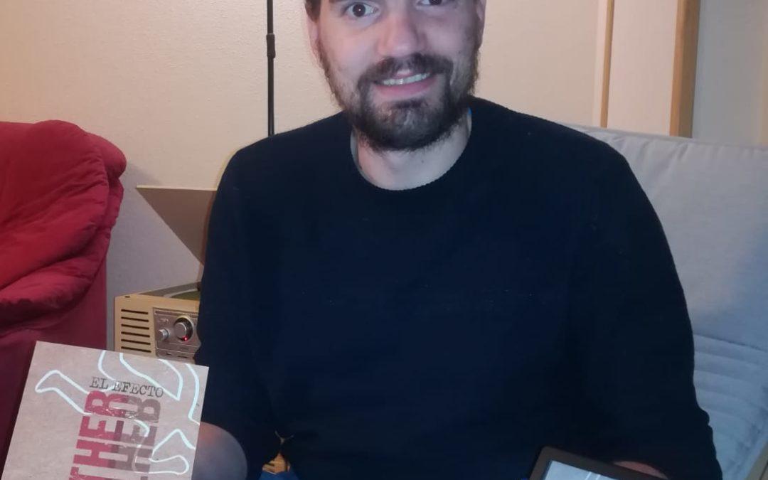 Vale publica su primera novela