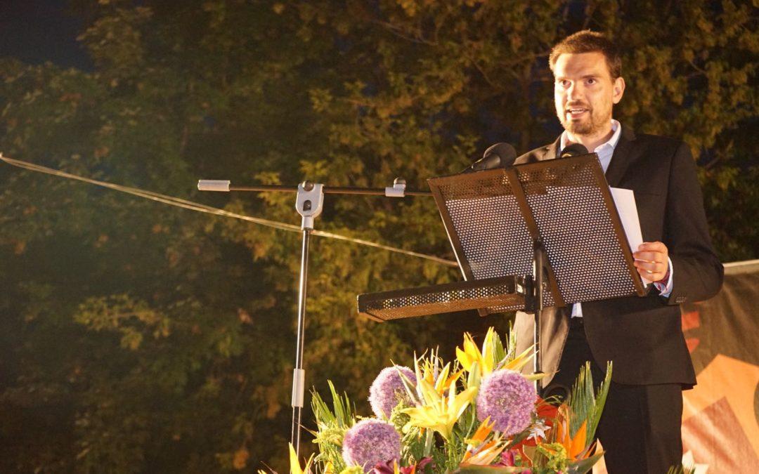 Alberto Vale presenta el acto de La Feria de San Julián
