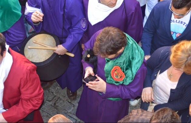 Prensa peoples dan «color» a los desfiles procesionales