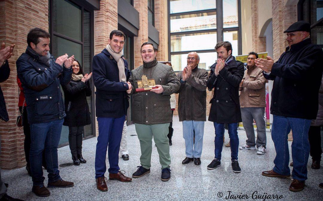 Leo Cortigol recibe un merecido reconocimiento taurino en Iniesta